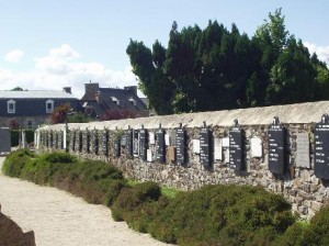 PLOUBAZLANEC_cimetière_mur des disparus