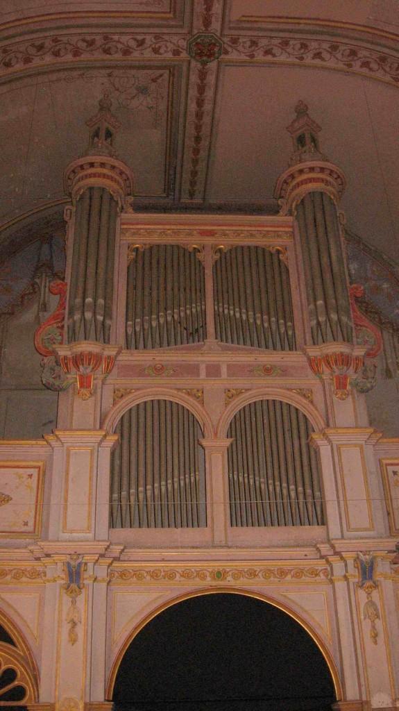 Orgue postiche de la chapelle des Paulines, à Tréguier