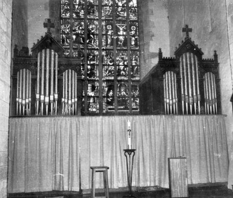 Bourbriac_ancien_orgue Van Caster au fond de l'abside-(Jef Phiippe)