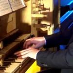 aux claviers de l'orgue de Perros-Guirec