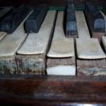 Callac : état du placage du clavier (en galatite?)