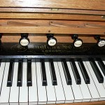 Bevington_St Luke's Anglican Church, Richmond_Aus_console_Photo extraite du site de l' Organ Historical Trust of Australia http://www.ohta.org.au/organs/organs/RichmondTAS.html